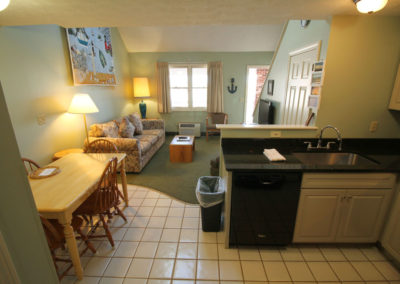 3executive-suite-one-bedroom-kitchen-misty-harbor