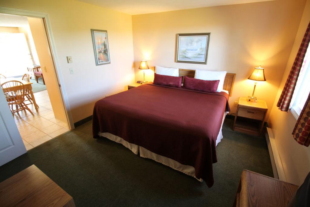 executive-suite-one-bedroom-bedroom-misty-harbor2