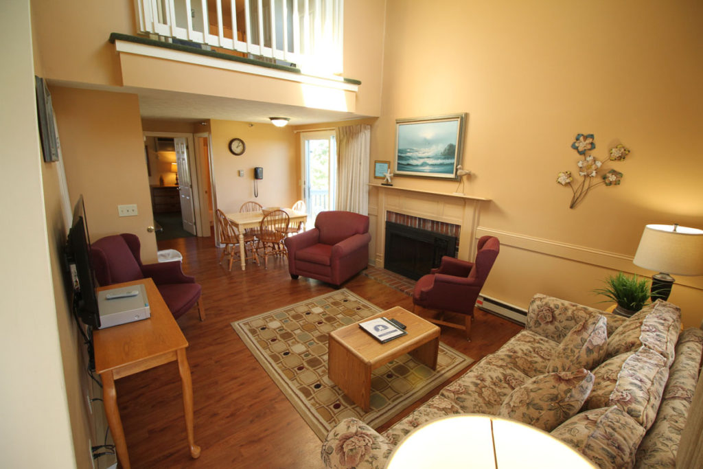 executive-suite-two-bedrm-living-area-misty-harbor
